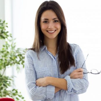 business-young-woman-looking-at-camera-in-the-office_1301-6547